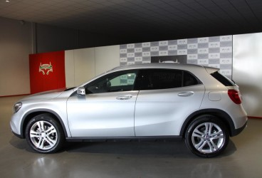 rent-mercedes-gla-upcars-2